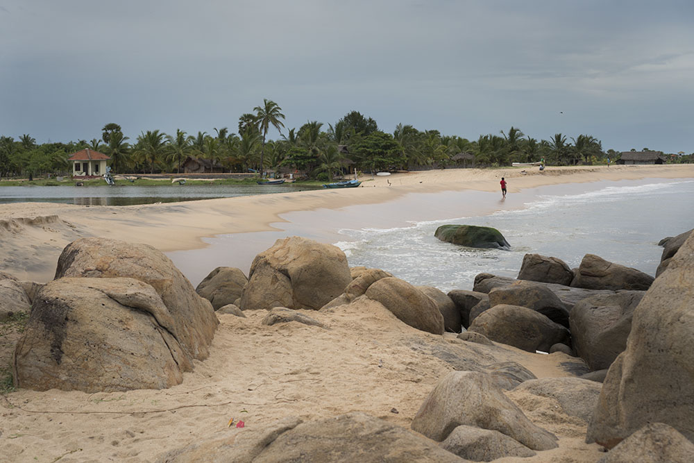 split beach in sri lanka, Stay healthy while traveling, Stay healthy while travelling